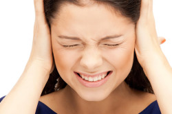 Першение в горле и боль в ушах - симптом невроза